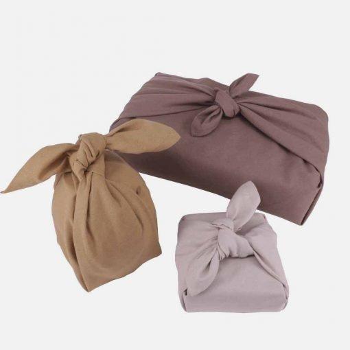 Genanvendelig gaveindpakning i brune farver