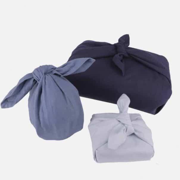 Genanvendelig gaveindpakning i blå farver